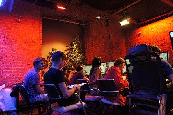 Команда Minaev LIVE в студии на местах