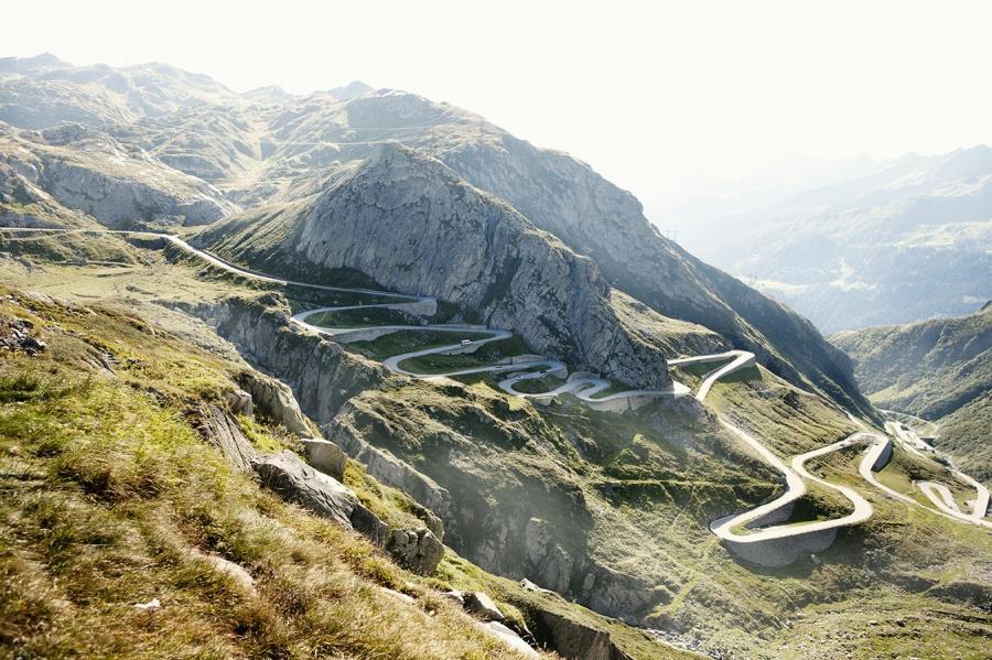 mashable.com Это один изсамых высоких горных перевалов вАльпах. Дорога протяженностью 64километра