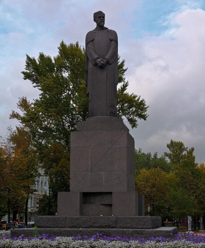 Памятник Тимирязеву у Никитских ворот