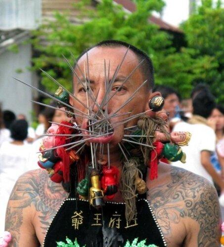 Тайский вегетарианский фестиваль на острове Пхукет.