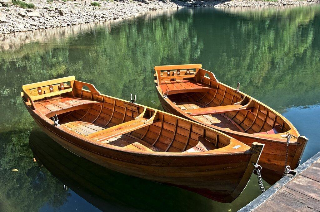 двухвесельная лодка для одного гребца