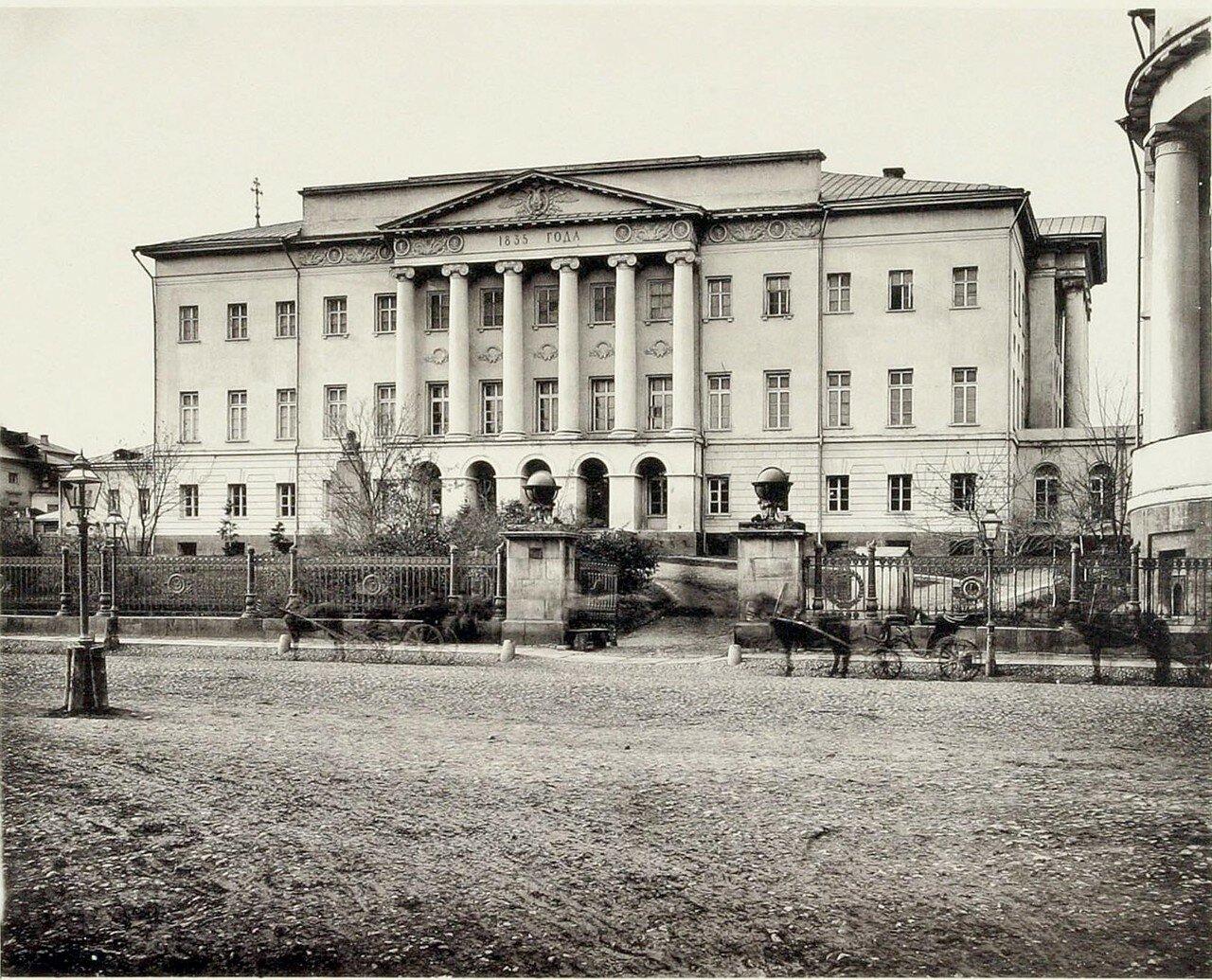 317. Университетское здание