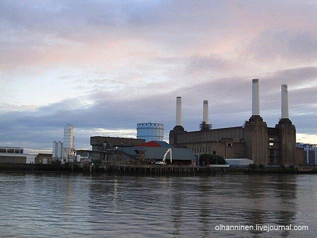 Электростанция Баттерси в Лондоне в розовых сумерках