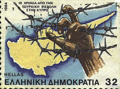 Be any more obvious that he is checking out sophia loren s ches