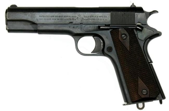 Это один из старейших пистолетов со столетней историей, что уже делает его лучшим оружием в мире. Бо