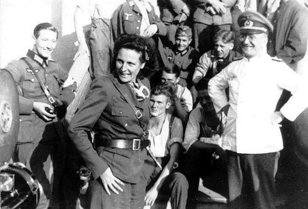 Лени Рифеншаталь посещает войска в Польше (1939)