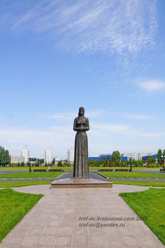 """Монумент """"Скорбящая вдова"""" (мать воина), Парк Победы, Казань"""