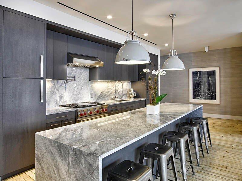 Элегантная кухня с лаконичным интерьером