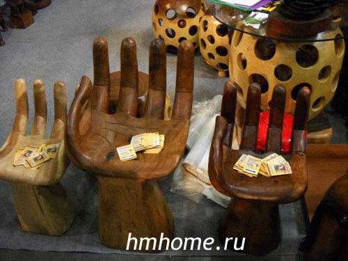 Стулья в форме руки