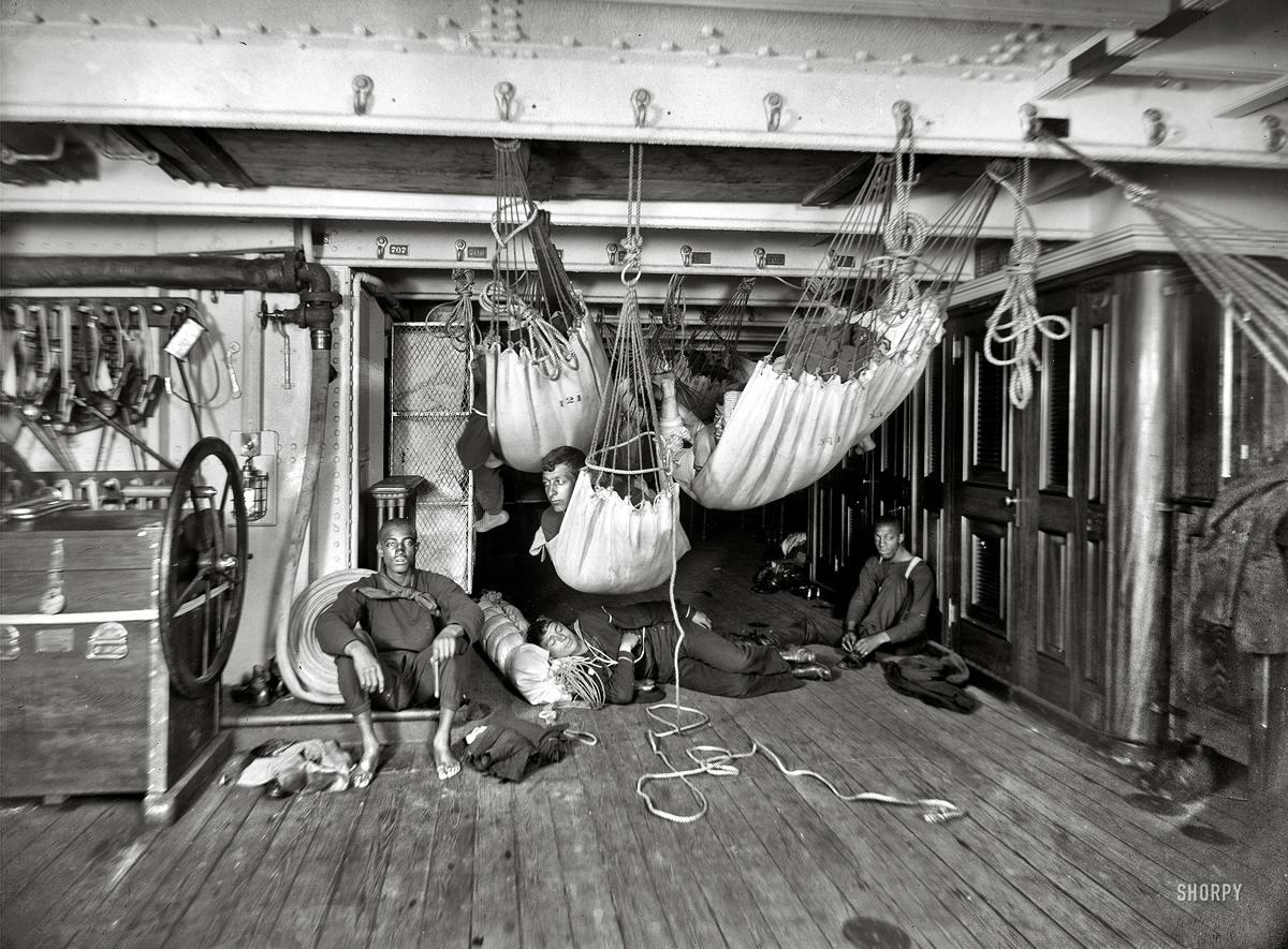 Корабли, речные суда и военные моряки на снимках американских фотографов конца 19 века (0)