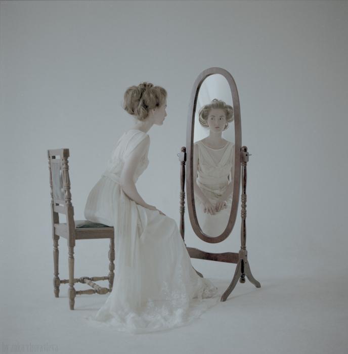 Юля большая и зеркало 1_sm.jpg