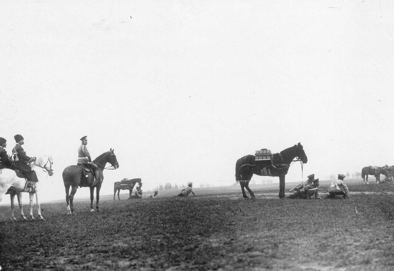 03. Император Николай II в сопровождении конвоя на смотре полка. Красное Село. 1913