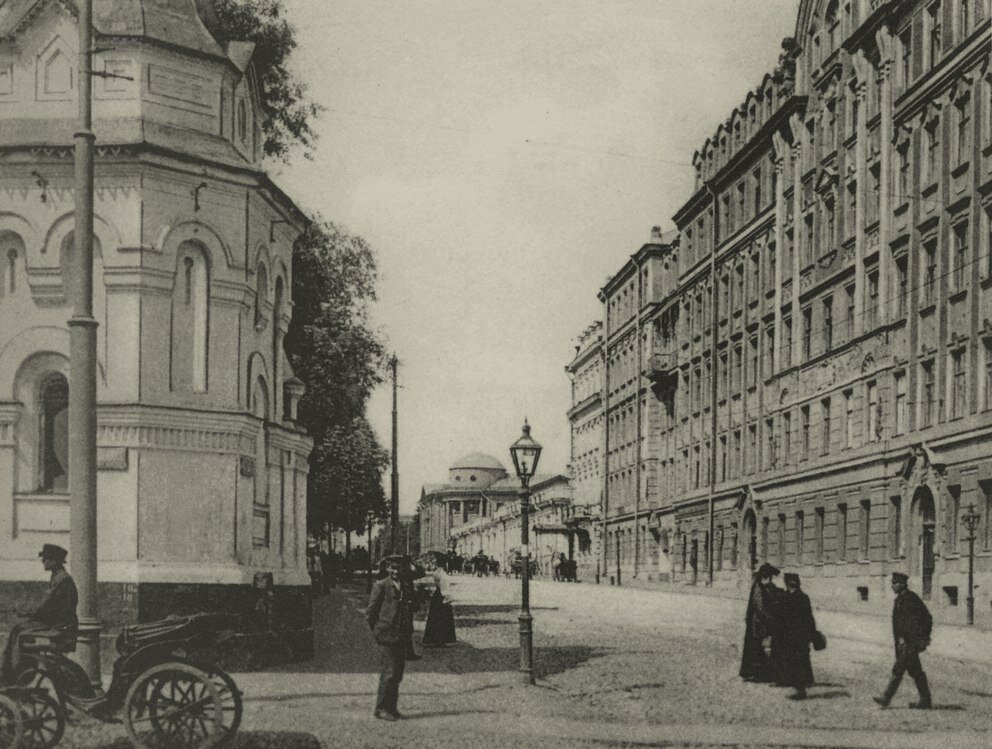 210. Начало Воздвиженки. 1900