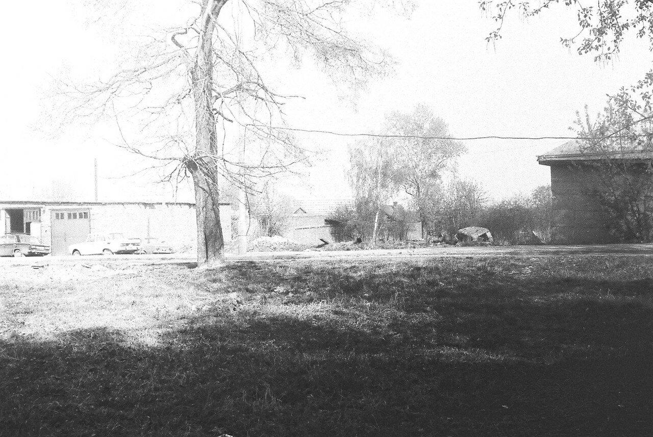 1981. Это первый из четырех снимков, представляющих панораму улицы Большой после сноса