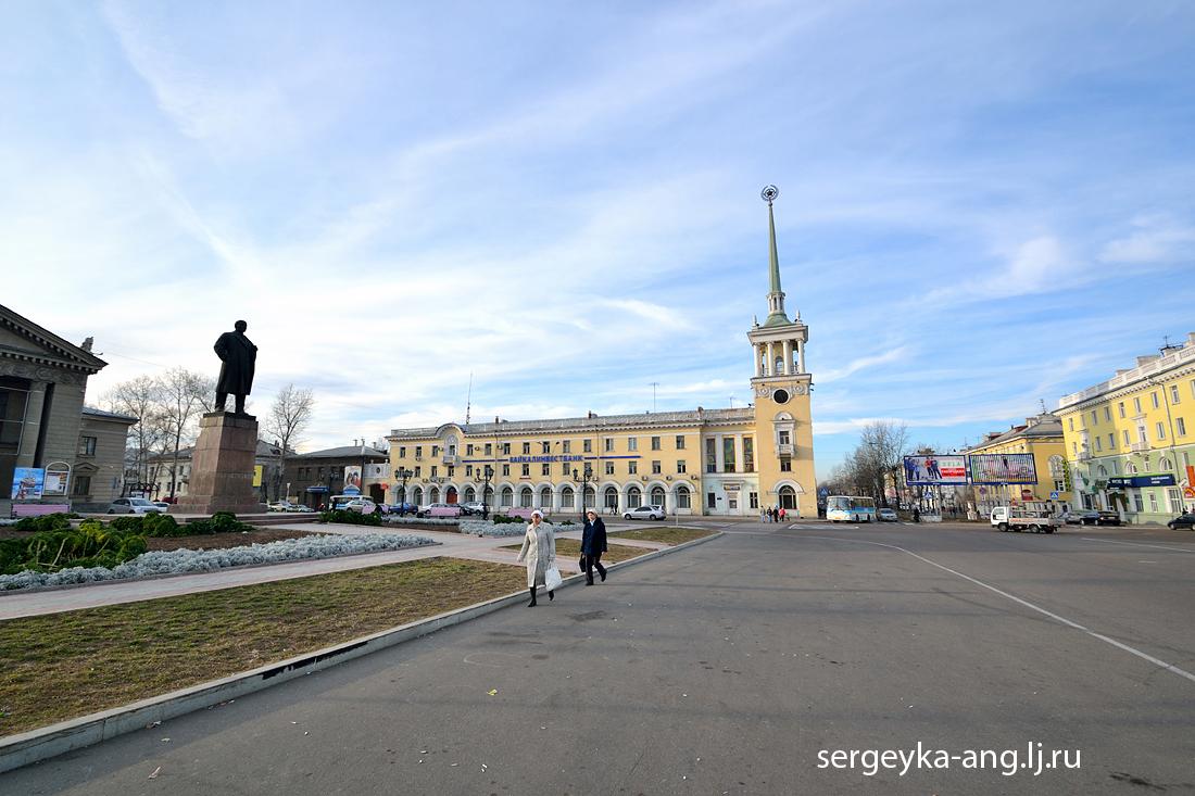 памятник Ленину, Дворец культуры нефтехимиков и мэрия города Ангарска