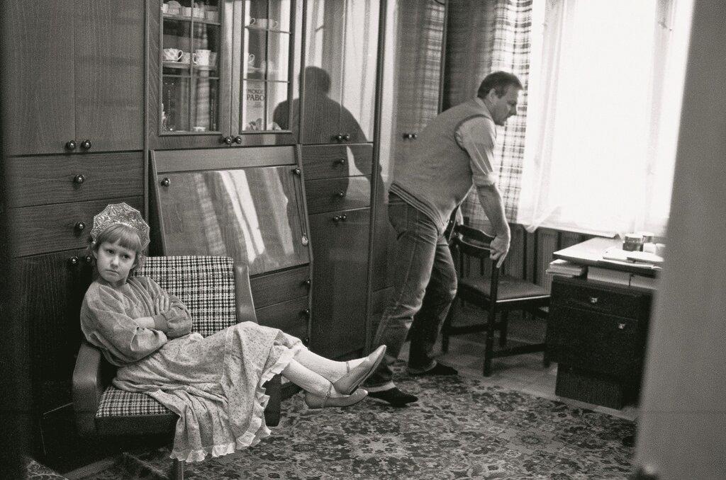 Л. Шерстенников. Анатолий Собчак и дочь Ксения дома в Ленинграде. 1989 г