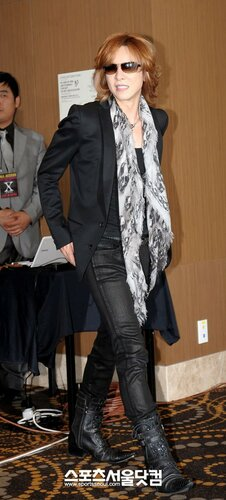 [Yoshiki] Yoshiki esta en Corea 0_68239_566ad6b1_L