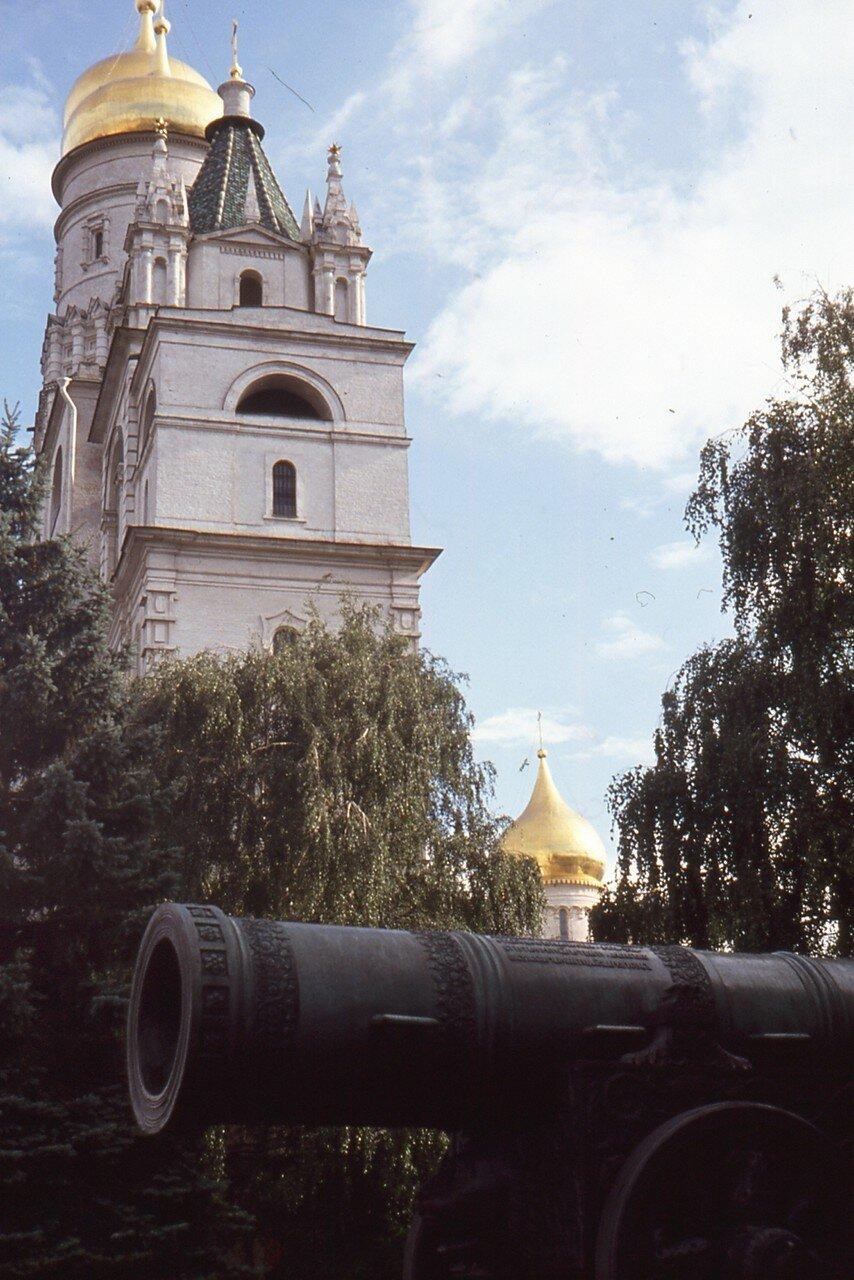 Москва. Кремль. Колокольня Ивана Великого и пристроенная к ней звонница с Церковью Вознесения