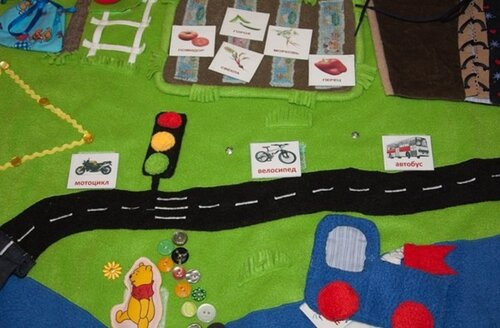Детский развивающий коврик своими руками... дорога, ПДД, карточки транспорта, светофор