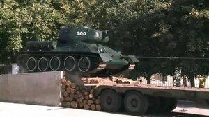 В Кишиневе с территории воинской части демонтировали Т-34