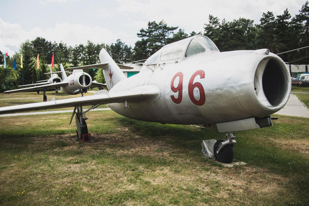 МиГ-15УТИ — учебно-тренировочный истребитель на базе первого советского массового истребителя МиГ-15