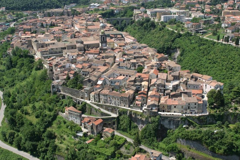 В2012 году Сант-Агата-де-Готи включили всписок самых лучших маленьких городов Италии.