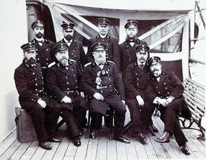 Группа офицеров на палубе парохода (слева направо) П.П. Кузяев, Ю.А. Ольшевский, Д.Ю. Капетанаки, Я. Я. Верба, командир В. П.Личковахо, В. Ф. Лубенов (за ним), Н. И. Яковлев, П. С. Горский, Н. Г. Попандопуло.