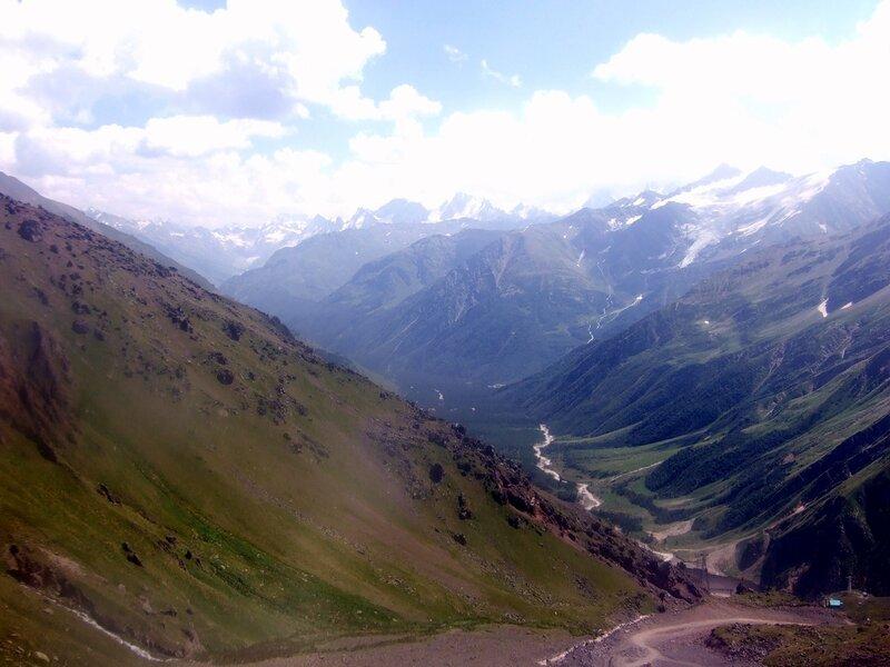 Взгляд в долину Баксана с Эльбруса