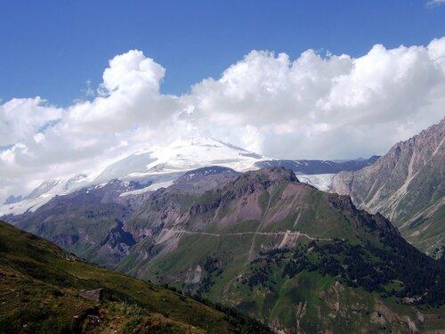 Эльбрус в облаках