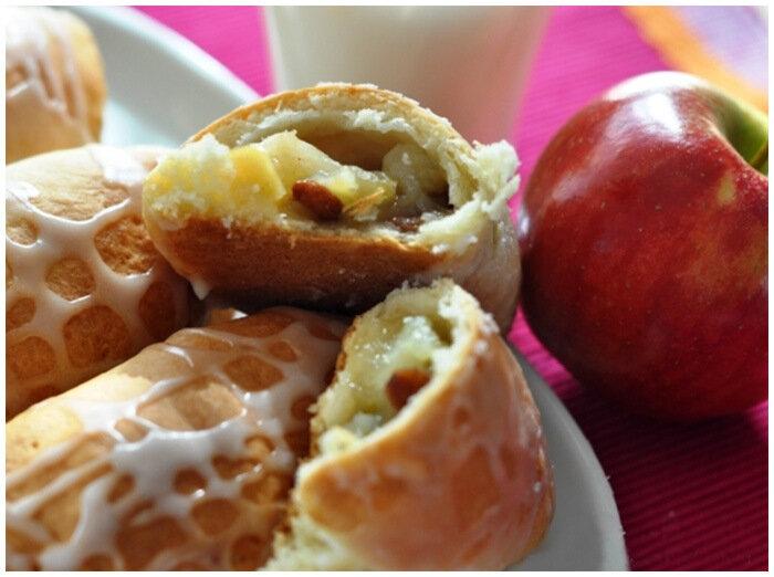 творожные пирожки с яблоком и изюмом