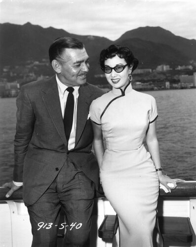 Chinese actress Li Lihua looks lovely in sunglasses while hanging out with Clark Gable