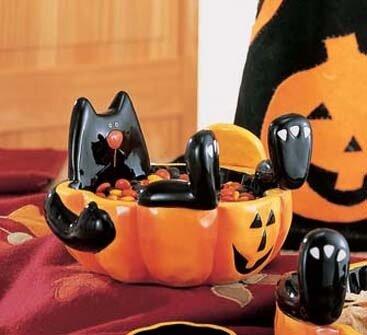 Кот для конфет на Хэллоуин