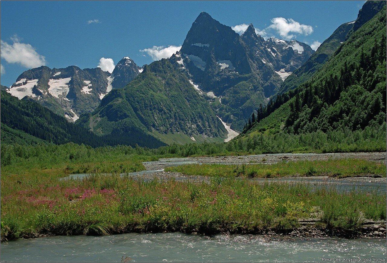 Гора Чотча и река Северный Клухор