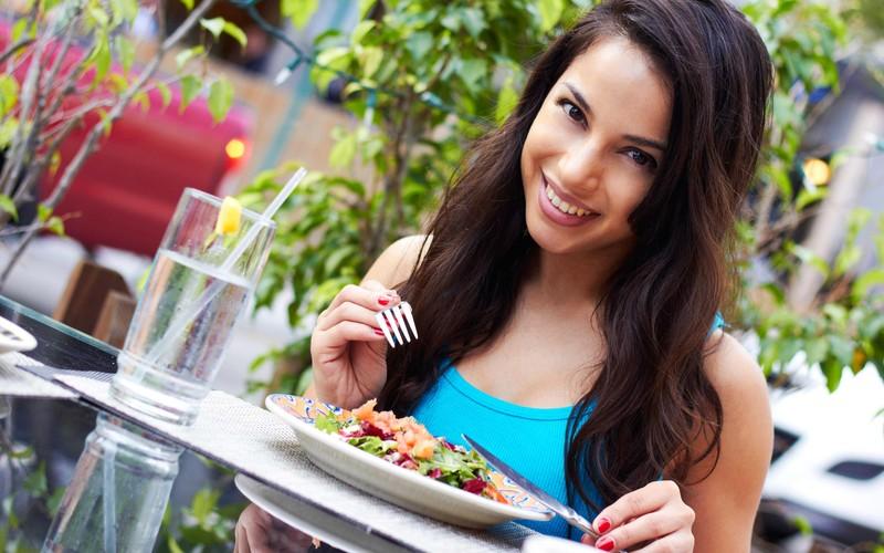 34. Ешьте медленно Чтобы желудок успел подать сигналы о насыщении в мозг и вы не съели чуть больше,