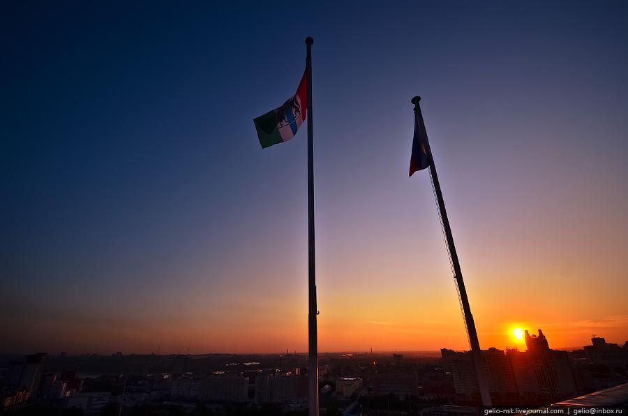 Флаги на крыше законодательного