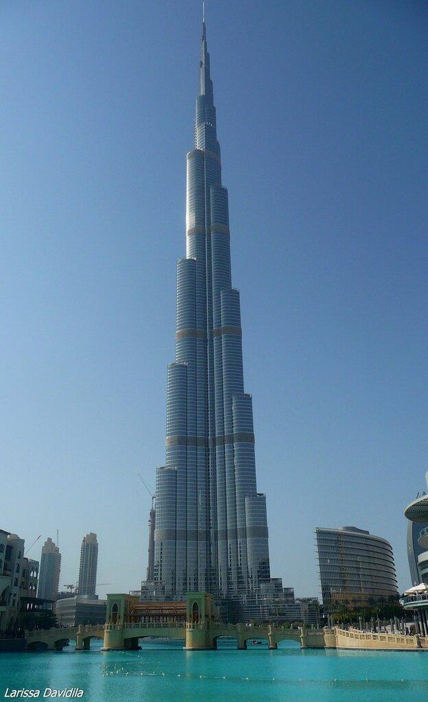 Самое высокое здание в мире - Burj Khalifa (828 метров).