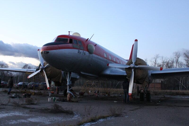 Ил-14Т Пингвин зачехлённые моторы