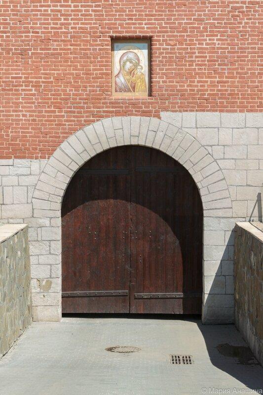 Икона Казанской Божией Матери на башне Одоевских ворот