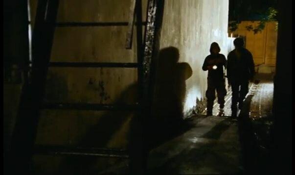 """Хитровка в кадрах из фильма """"Азирис Нуна"""". 2006 год. Стас и Костя идут мимо дома Хитрово."""