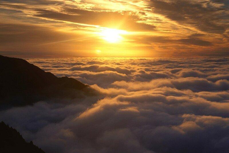 Рассвет над утренним туманом. Новая Зеландия