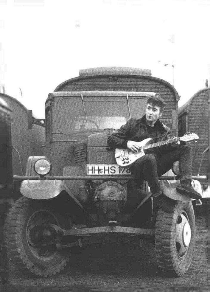 """Битлз """"первая настоящая фотосессия"""".1960 Krameramtsstuben Hamburg.Photographer: Astrid Kirchherr"""