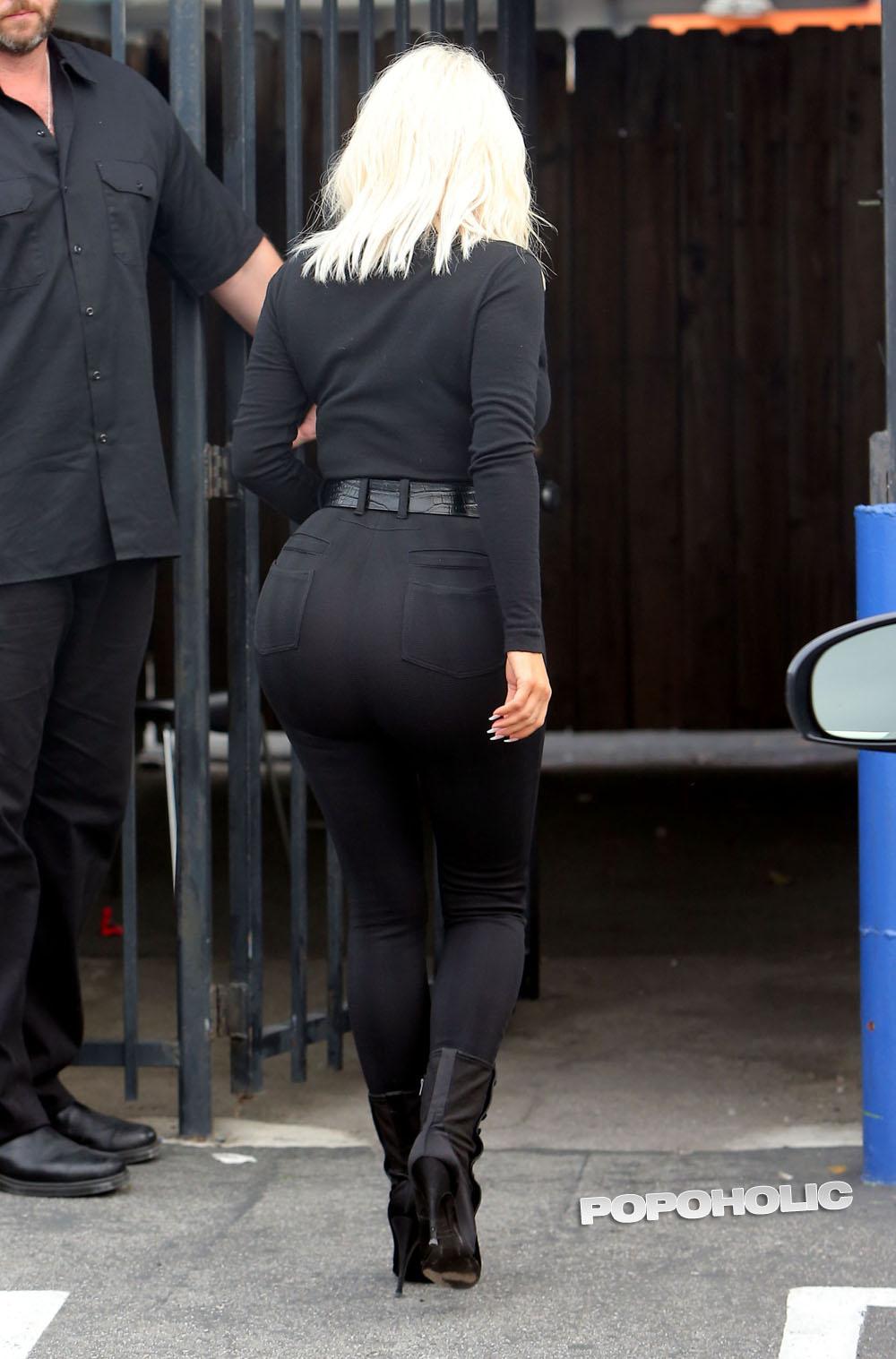 Попа в черных джинсах смотреть онлайн фотоография