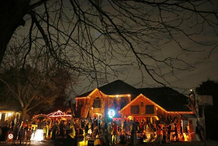 Тыквы и страшные костюмы: мир празднует Хэллоуин 2014 года 0 106abd 18fedf07 orig