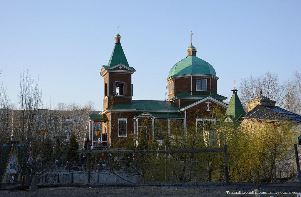 Освящение куличей в церкви архистратига Михаила