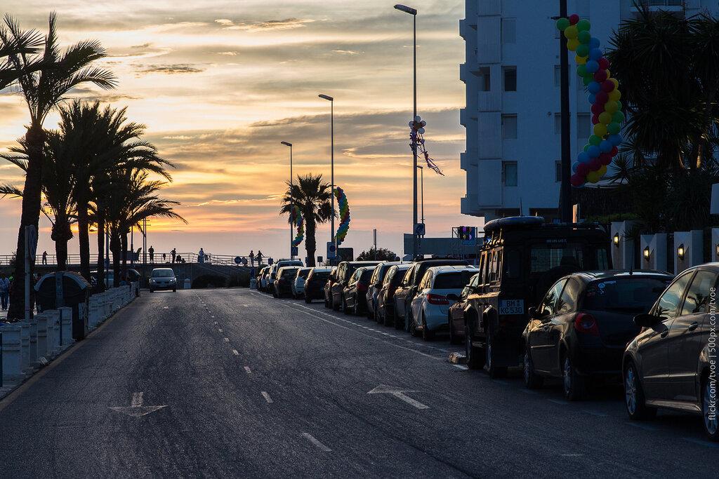 Улица в Сан-Антонио на Ибице во время заката