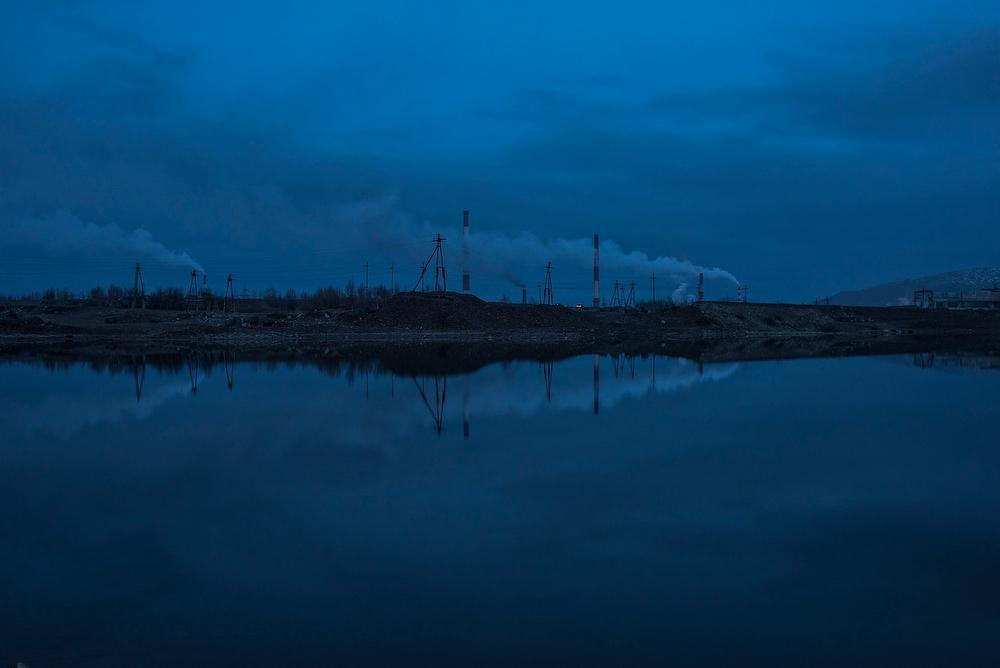 Мончегорск — один из самых загрязненных городов России. Трасса, ведущая в город с севера, проходит п