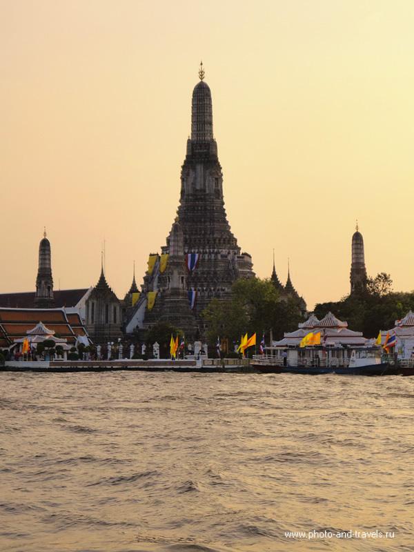 В Храм Рассвета (Wat Arun) не успели добраться. Только посмотрели на него с противоположного берега реки.