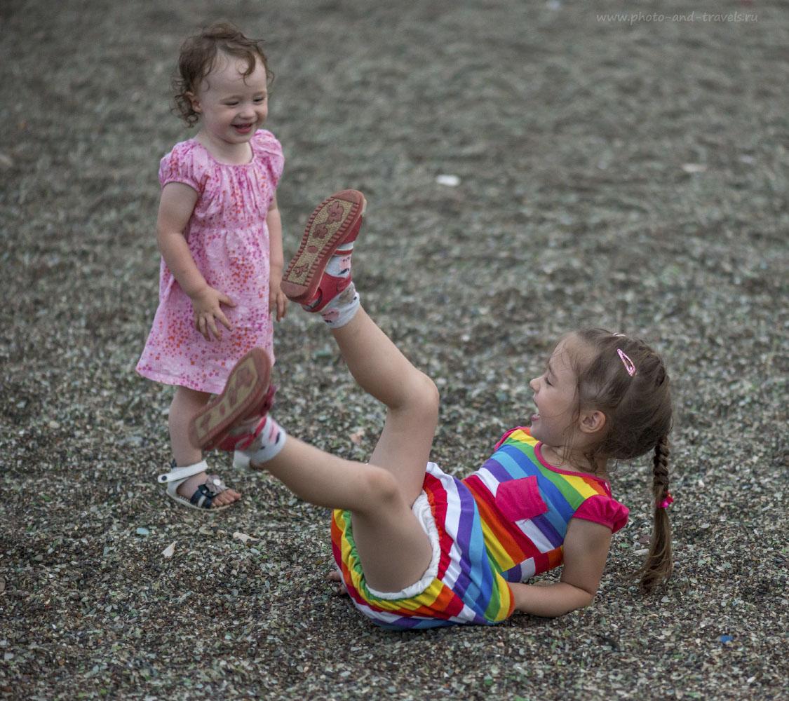 Фот 40. Съемка детей на макрик Nikon 105/2.8. Параметры фотографии: 1/160, 2.8, 3200, 105.