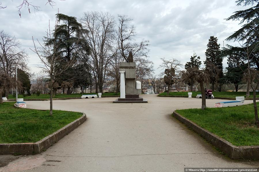 Памятник в честь возрождения города Севастополя