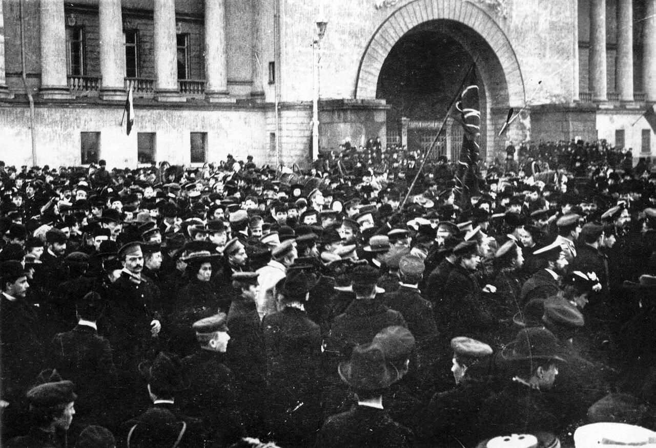 15. Манифестация протеста студентов у здания Адмиралтейства